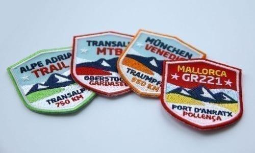Club of Heroes, Stick-Abzeichen zum Aufbügeln oder Aufnähen auf Kleidung, Rucksack, Taschen