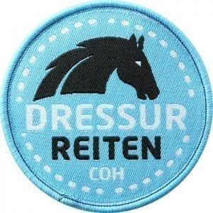 dressur-reiten-pferd-pferde-turnier-dressur-reitstall-lernen-coh-club-of-heroes-patch-abzeichen-aufnaeher-aufkleber-sticker-emblem-gestickt-stickerei-land-flagge-wappen