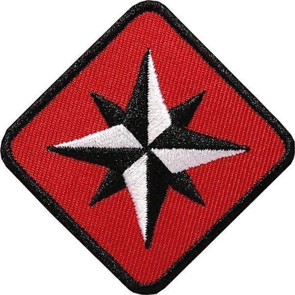 Kompass Outdoor Aufnäher von Club of Heroes. 46 mm Rot
