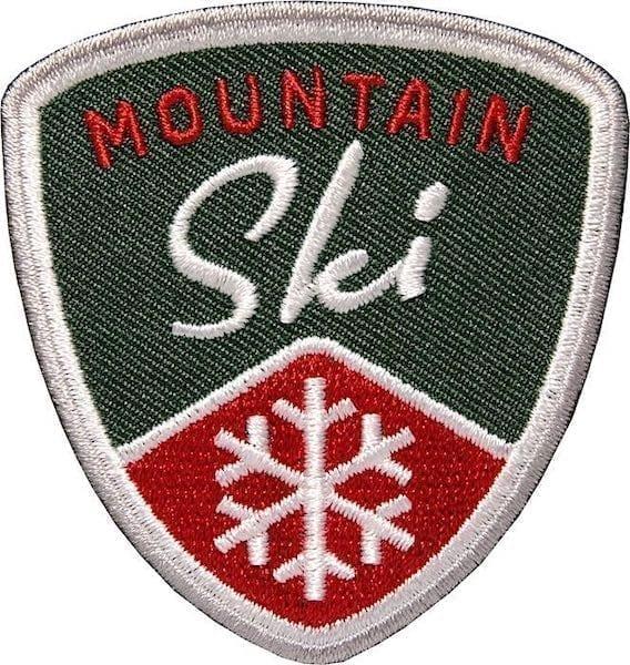Mountain Ski Wintersport Aufnäher von Club of Heroes. Grün