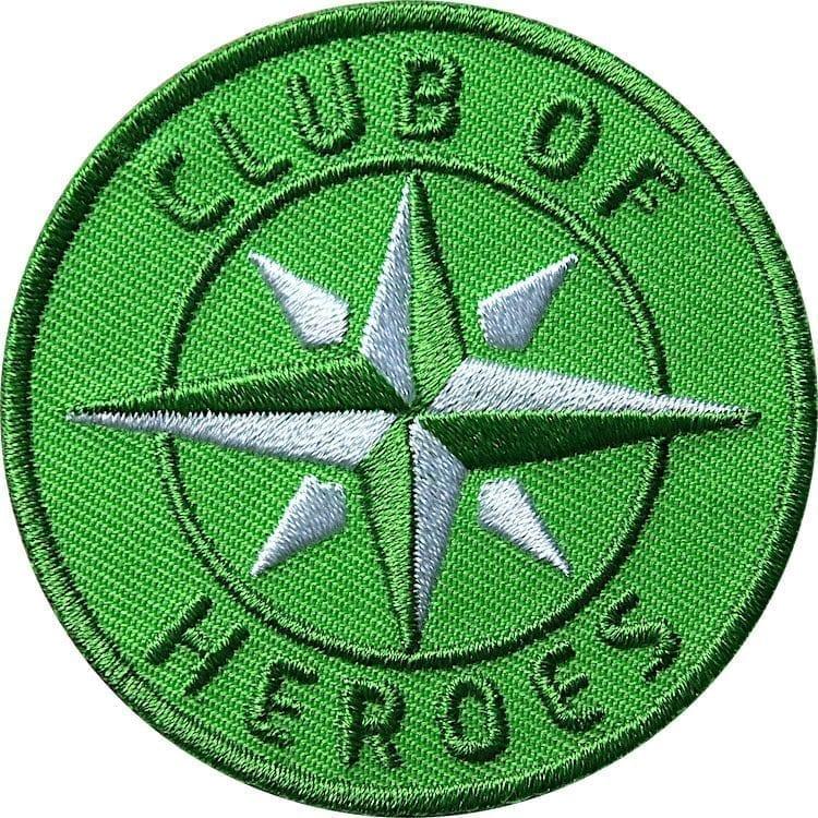 Grün COH Kompass Patch Bügelbild Aufnäher mit Kompass Olive. Aufnäher von Club of Heroes. Hochwertig gestickte Patches wie Aufbügler Bügelbilder Bügelflicken zur Veredelung von Textilien, zum Aufbügeln oder Aufnähen auf Jacken, Kleidung.