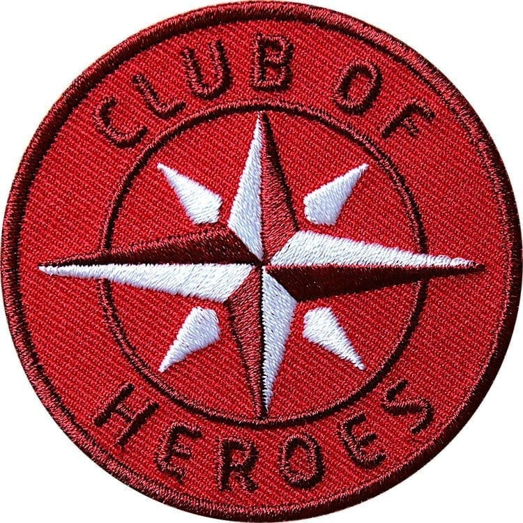 Rot COH Kompass Patch Bügelbild Aufnäher mit Kompass Olive. Aufnäher von Club of Heroes. Hochwertig gestickte Patches wie Aufbügler Bügelbilder Bügelflicken zur Veredelung von Textilien, zum Aufbügeln oder Aufnähen auf Jacken, Kleidung.