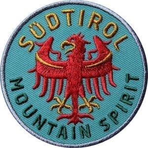 Südtirol Adler Patch in Oliv-Grün. Aufnäher von Club of Heroes. Hochwertig gestickte Patches wie Aufbügler Bügelbilder Bügelflicken zur Veredelung von Textilien, zum Aufbügeln oder Aufnähen auf Jacken, Kleidung.